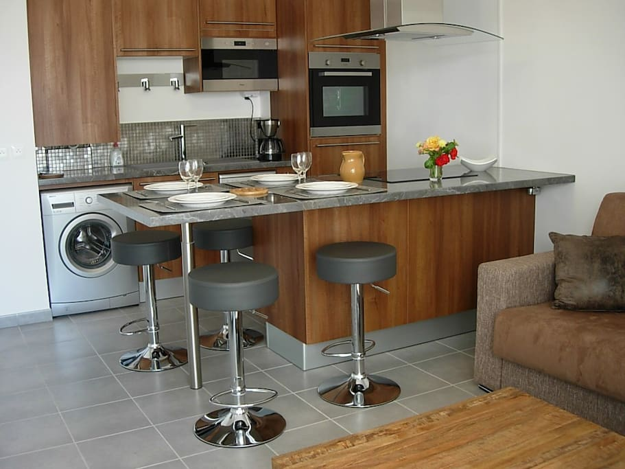 T2 marseille with private garage apartments for rent for Apartments with private garage