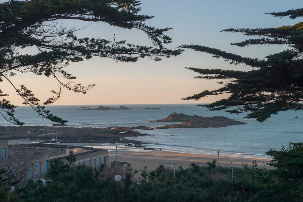 A 30 m de la plage exceptionnel villas for rent in dinard bretagne france - Office de tourisme de dinard ...