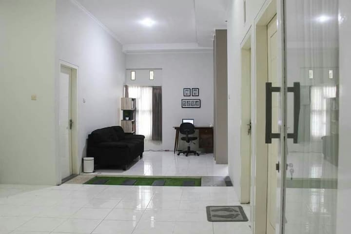 Nice ,clean and comfortable home - Blitar  - House