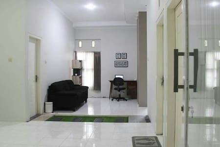 Nice ,clean and comfortable home - Blitar  - Huis