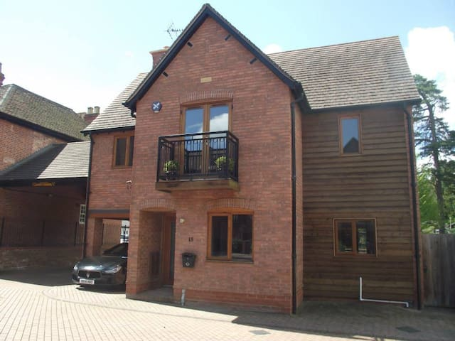 Hampton House - Luxury 5 Bed - NEC / Airport