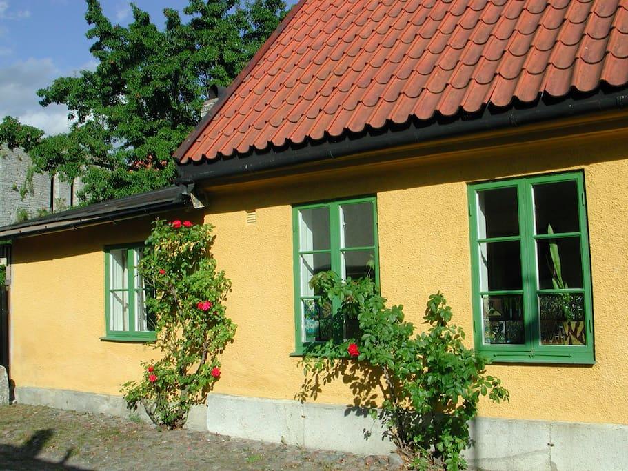 Windows to smaller bedroom and livingroom