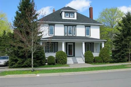 Elegant century-old home (Room 3) - Saint Andrews - Bed & Breakfast