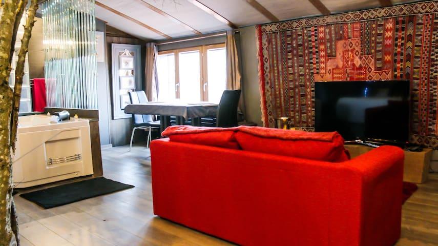 Loft romantique avec jacuzzi privatif - Rontalon - Rumah Tamu
