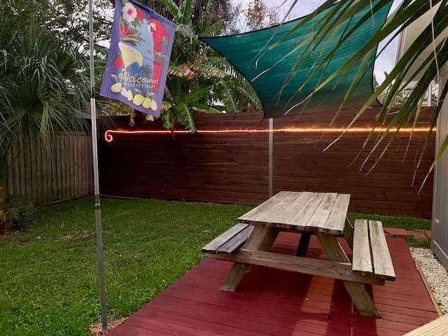 Live like a local! Private drive/yard-Davis Shores