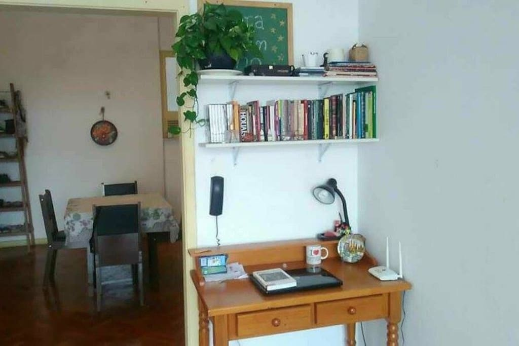 Escrivaninha, mesa de estudos