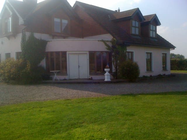 Winterberry Lodge, Pelletstown, - Drumree - Bed & Breakfast