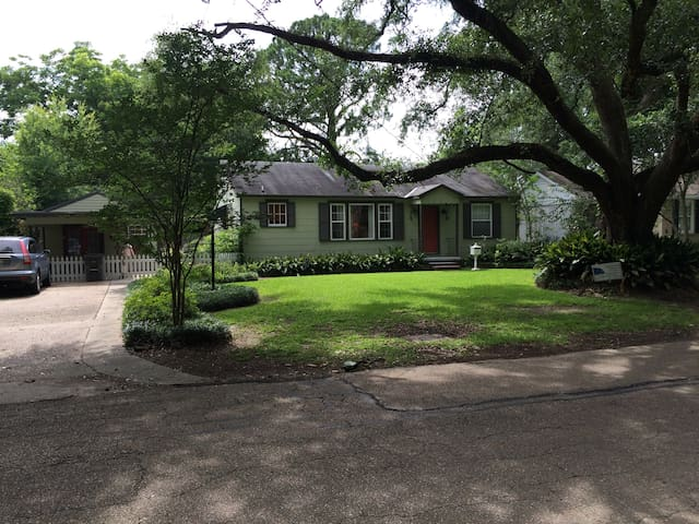 Quaint Mid-City Cottage - Baton Rouge - Dom