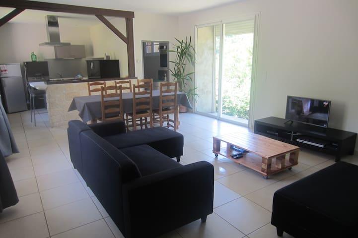 Maison au milieu de la forêt