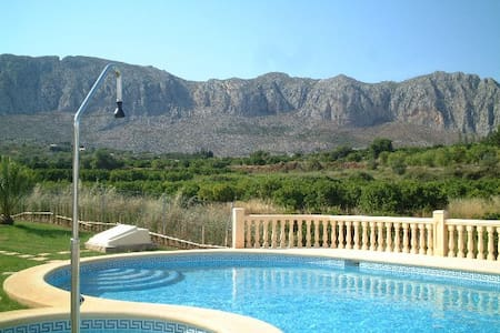 Denia surr near sea -4pers.560 Euro/week , all in. - Beniarbeig - Бунгало