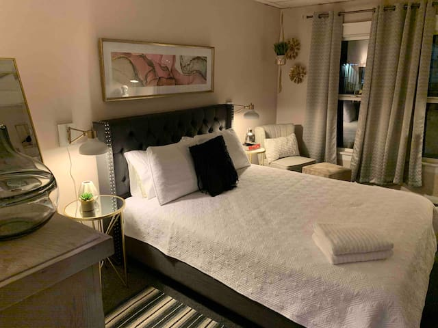 ✨QUEST - Private Room, Queen Bed, Shared Space