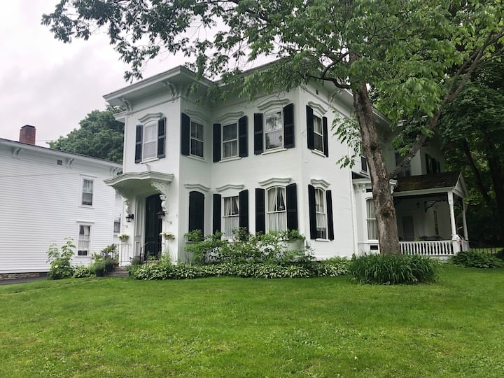 Cooperstown Village Private Apartment walk to Lake
