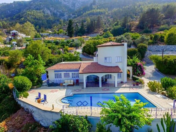 Villa Jewel with stunning views and private pool