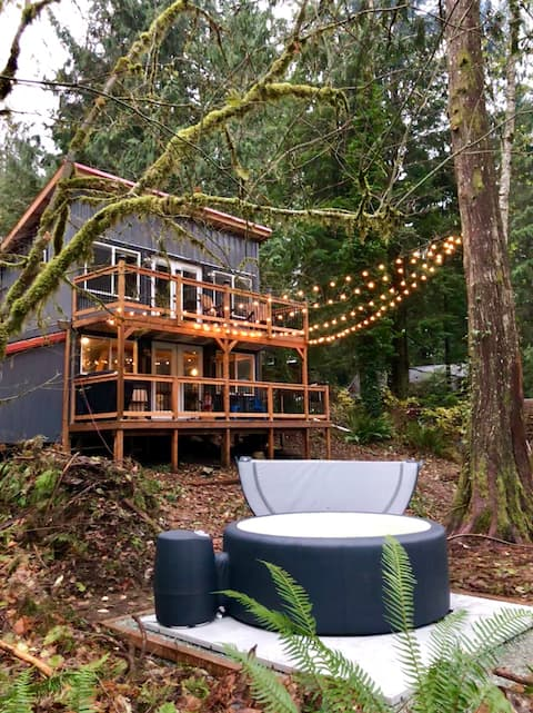 Welcome to Logger's Landing - Riverfront Retreat