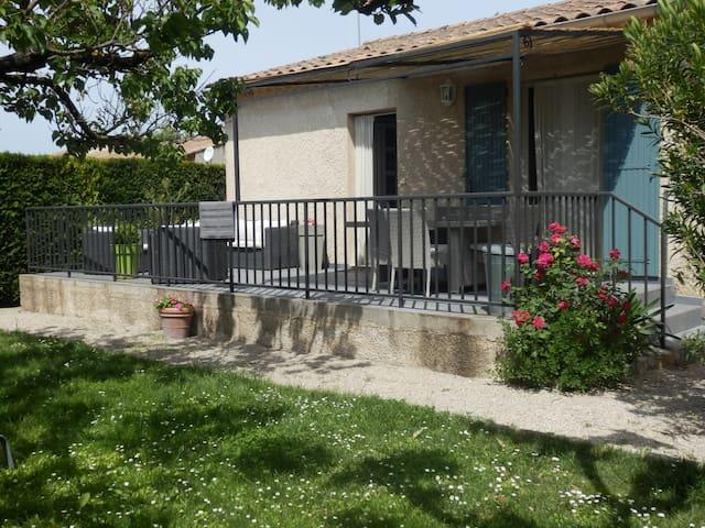 VILLA ENTRE ALPILLES ET LUBERON - Saint-Rémy-de-Provence, - Villa