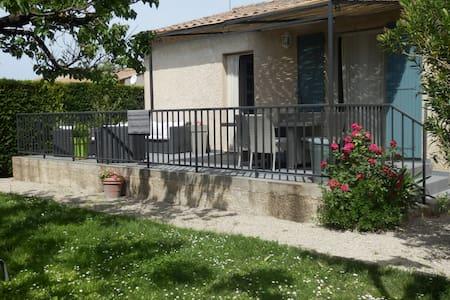 VILLA ENTRE ALPILLES ET LUBERON - Saint-Rémy-de-Provence,