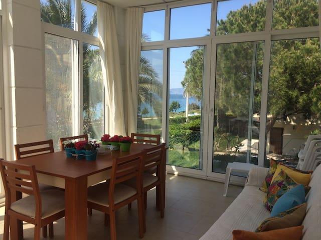 Denize Sıfır Bahçelievler Sitesi'nde Yazlık - Çeşme - Vakantiewoning