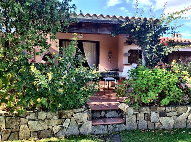 Lovely villa 5 mins from the sea - San Teodoro - Rumah