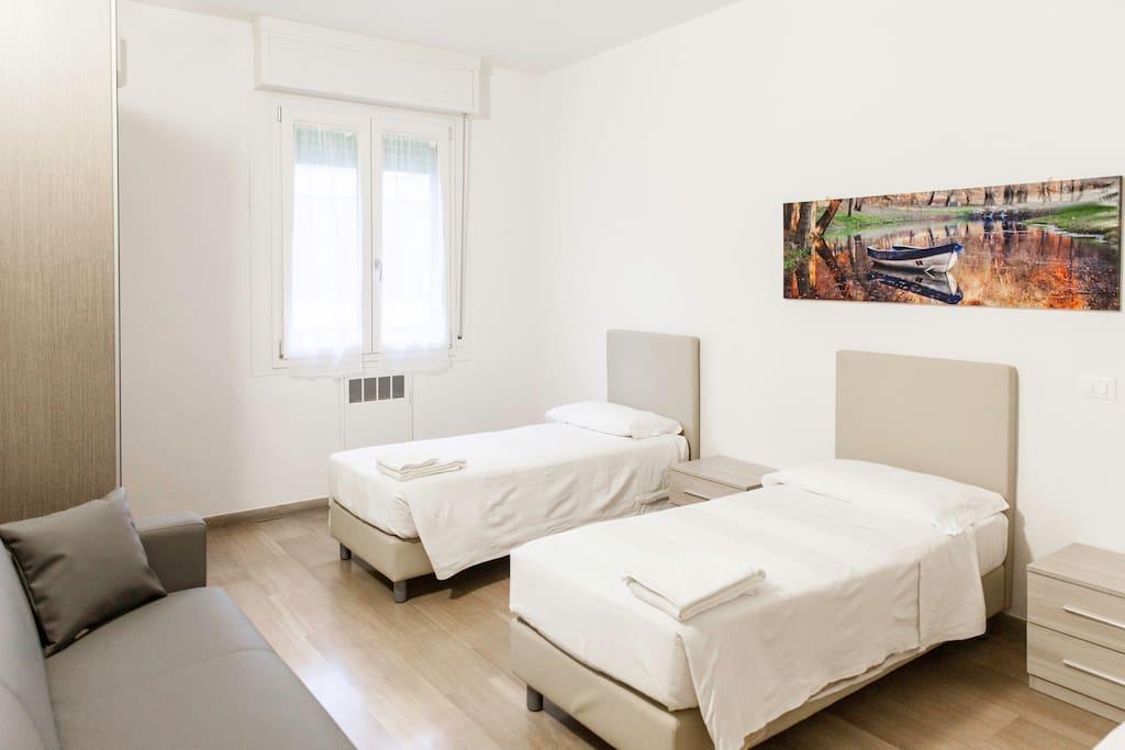 Camera da letto con divano