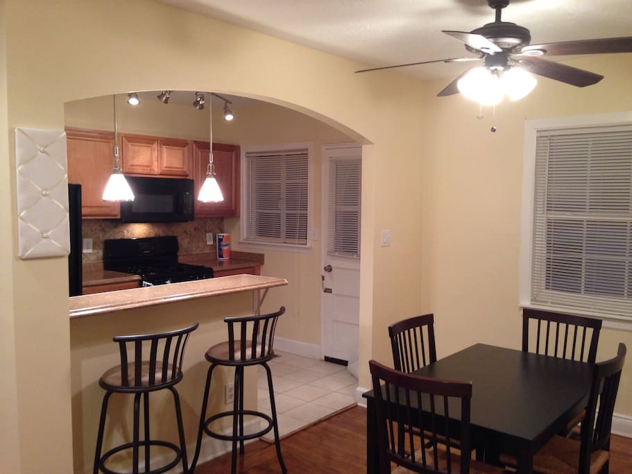 Breakfast bar and dining table seating for 4.