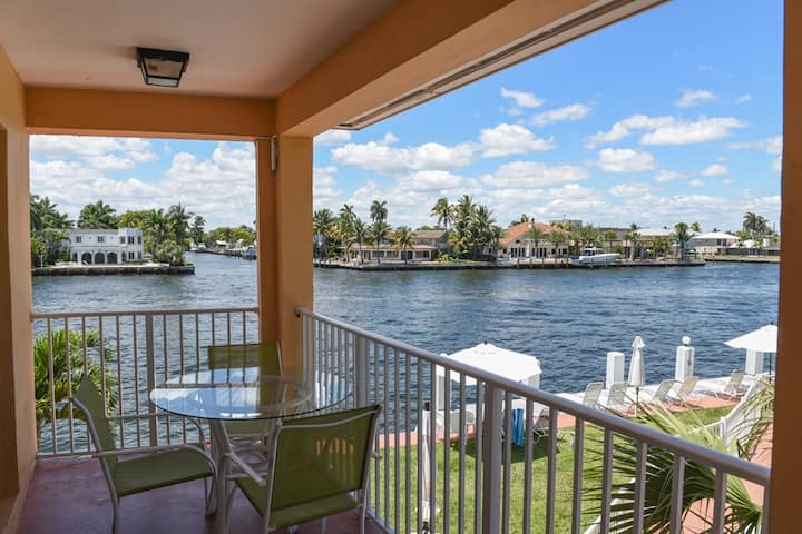 2 Bdr On the Water,Heated pool &Great view Aloha24