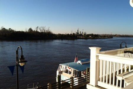 Beautiful downtown condo on river - Wilmington
