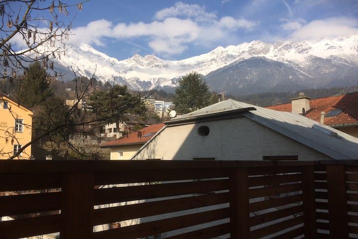Ruhelage und Balkon im Innsbrucker Zentrum