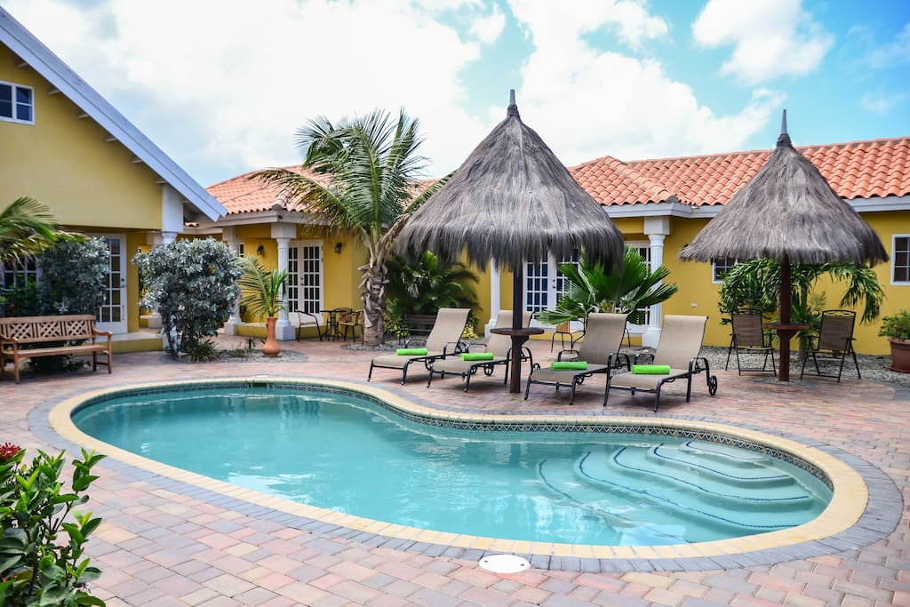 3Bedroom good for a group of 6 people with pool and free WiFi.