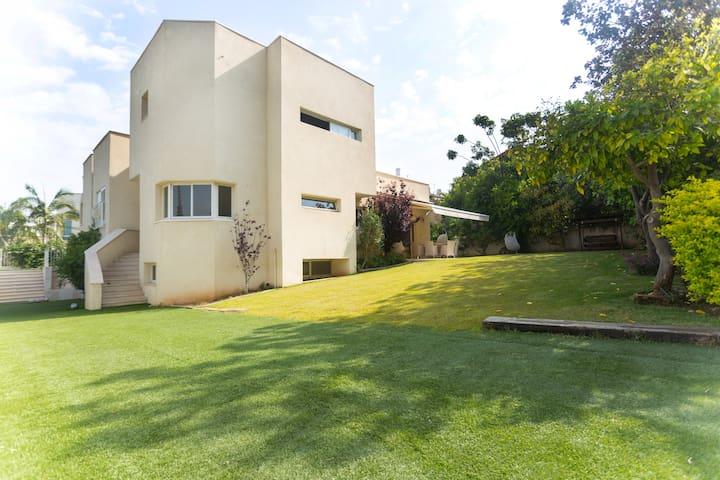 tel aviv villa with swimming pool