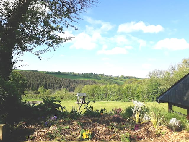 Secluded cottage, amazing  views & A30 10 mins.