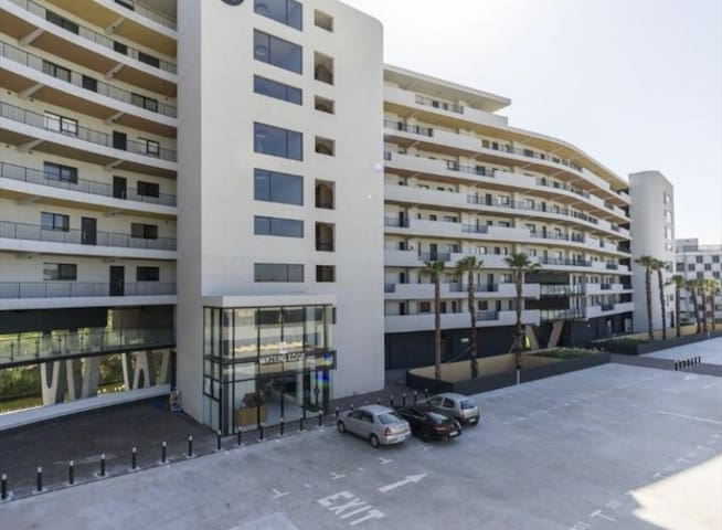 Modern 1bedroom unit in Waters edge Apartment