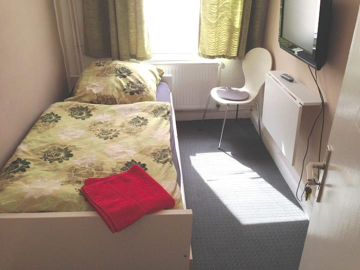 Zimmer 17  -  St.Pauli Reeperbahn