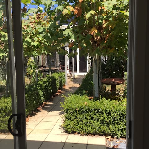Garden Apartment - Brighton-Le-Sands