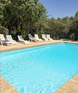 Traditional house with pool - Cucuron