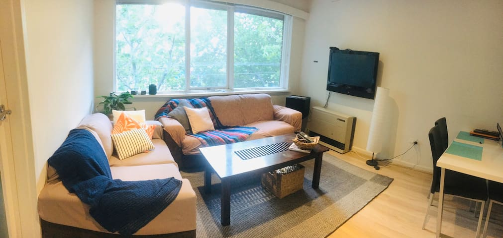 2 bedrooms comfortable flat in Prime Location