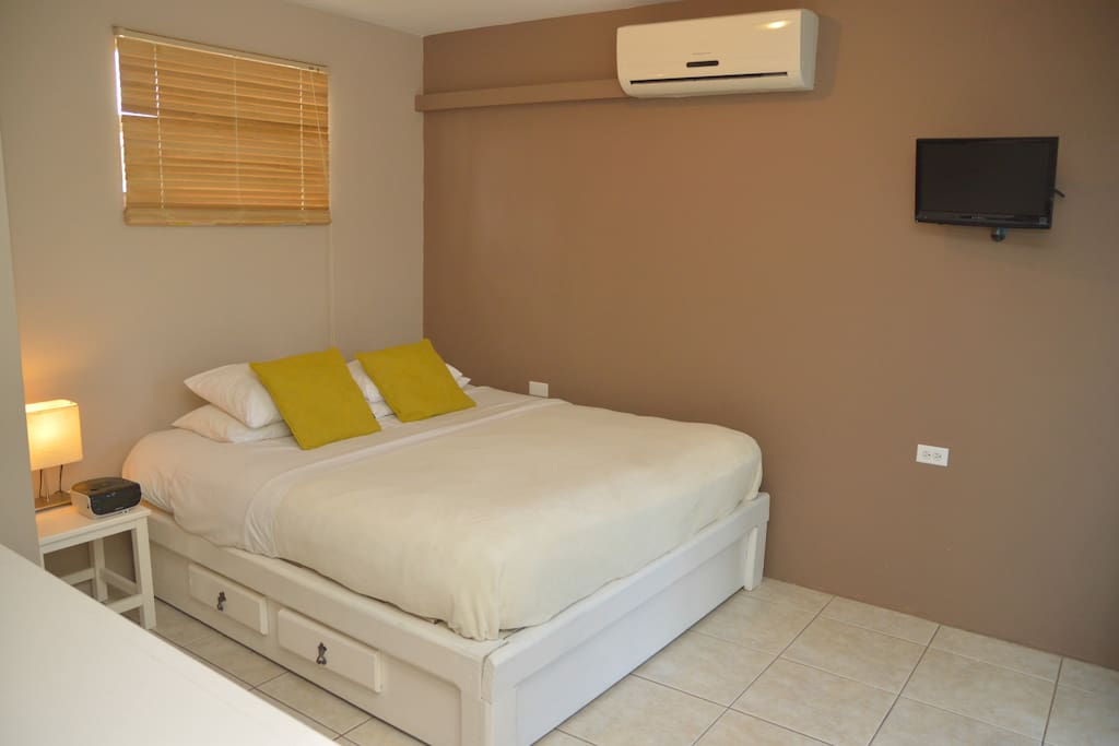Two separade bedrooms with queen size bed.