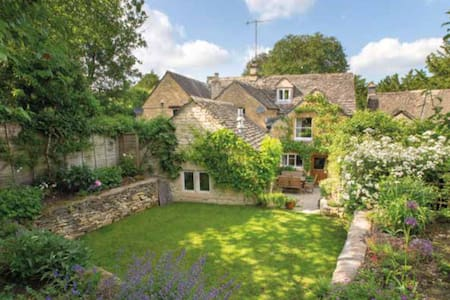 17th century cottage in Cotswolds - Naunton