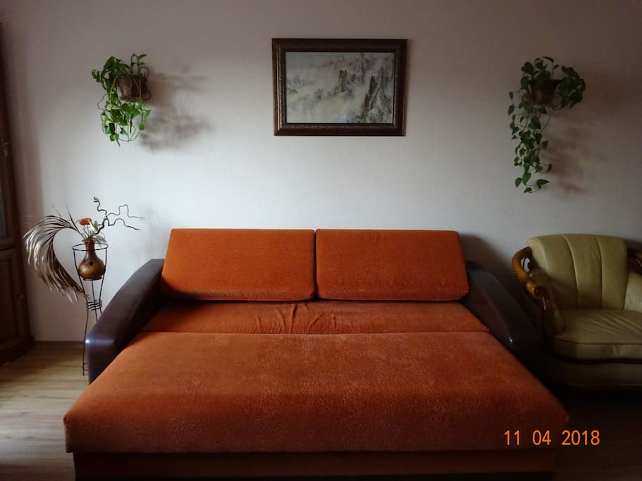 в комнате № 3 возможен дополнительный диван-кровать