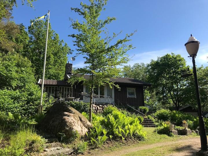 Mysig stuga i Simlångsdalen, inbäddad i Grönska!