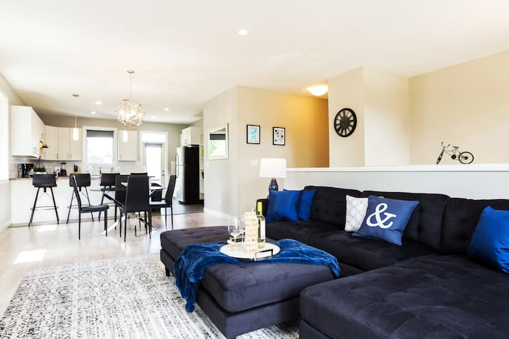 3 BDRM Modern Home ★22% off 14 Day Stay★Sanitized!