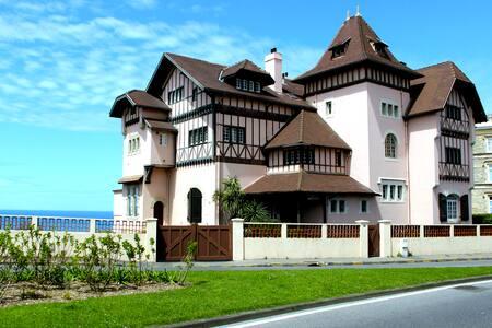 T2 beautiful beach and town center - Biarritz - Villa