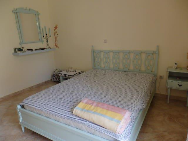 Cozy apartment near the sea - Káristos - Apartemen