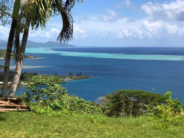 Villa avec vue panoramique sur le lagon.