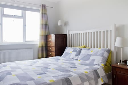 Smart spacious room with many positive reviews - Londra