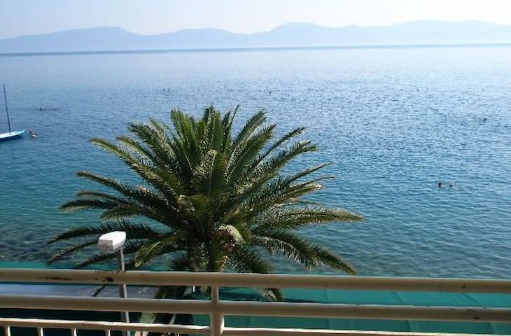 Beautiful first row apartment - Gradac - Daire