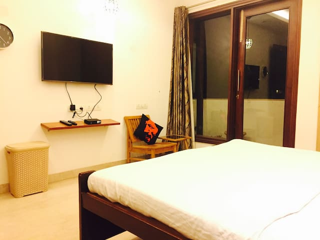 A Pad for Female Travelers in GK-1! - New Delhi - Lejlighed