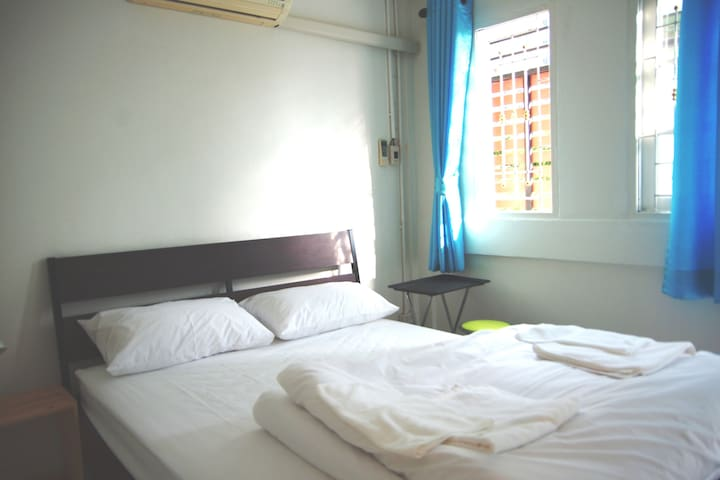 Thonburi 1:   private room next to BTS, A/C, wifi - Thonburi - Ev