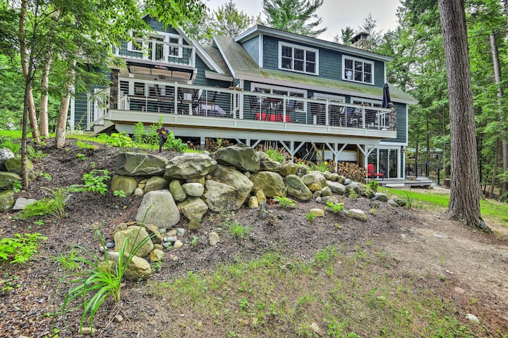 Lakefront Winthrop Home w/Outdoor Bar, Deck & Dock