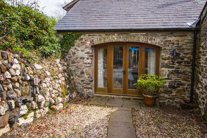Wonwood Cottage, a cosy retreat.