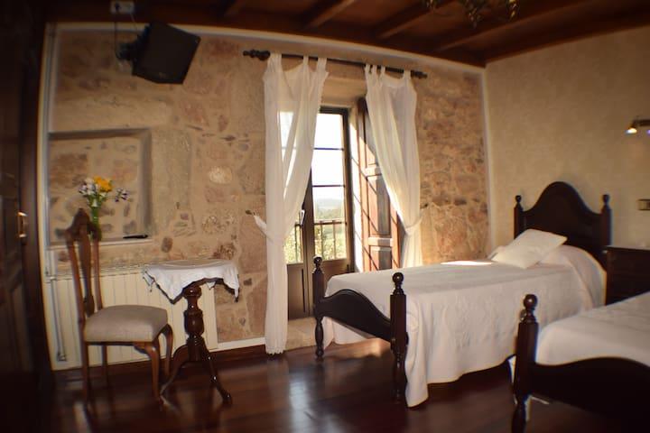 Casa rural de piedra S. XVIII - Santiago de Compostela - Bed & Breakfast